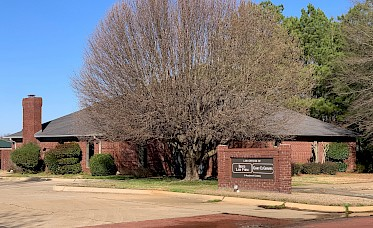 3,716 SF Office for Sale- North Texarkana $399,900 image.